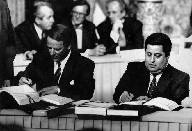 Bild Unterzeichnung EWR Vertrag